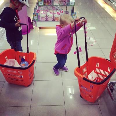 Mit Kindern beim Einkaufen