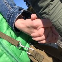 Verbunden mit dem Kind - Hände