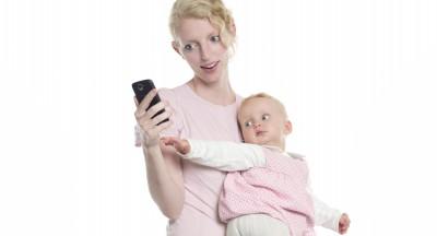 02_BabyPlaces_Smartphone+Baby