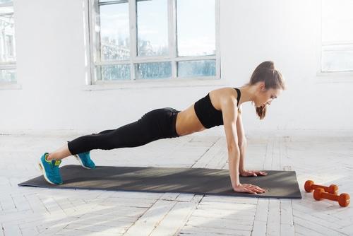 Liegestützen - Übung für Frauen