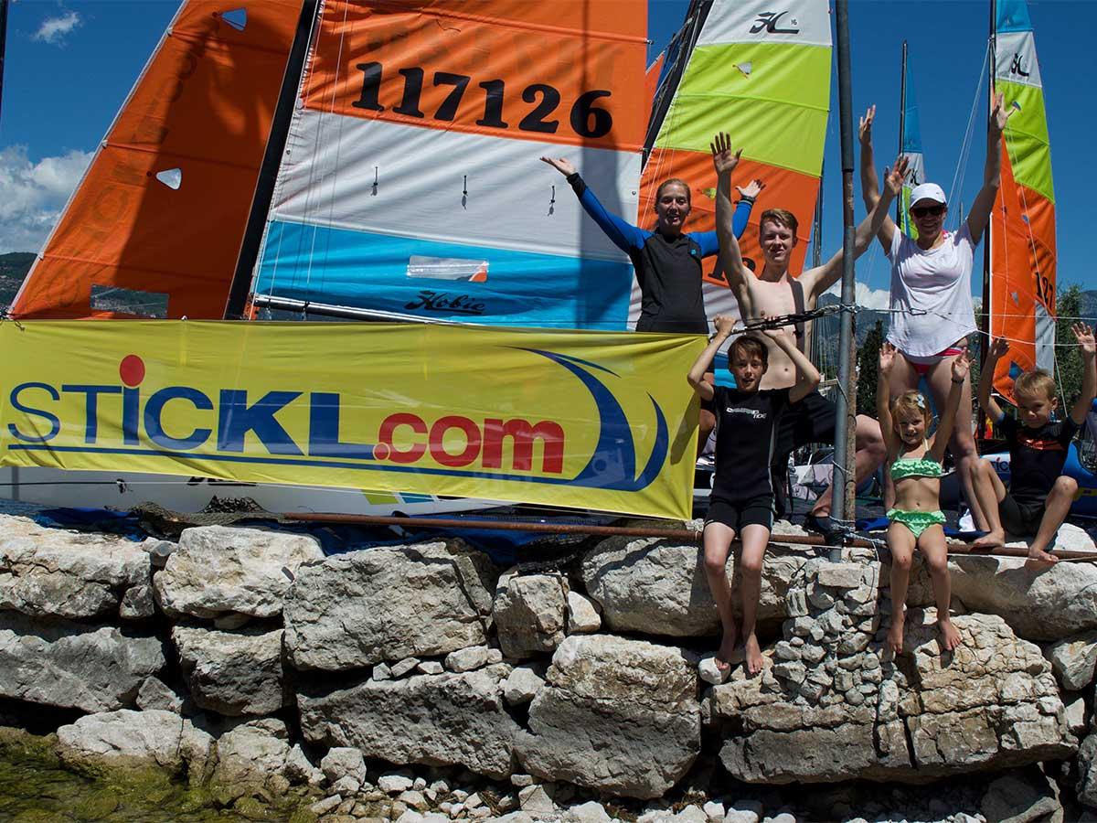 That´s fun: Surfen und Segeln mit Kindern beim Stickl Sportcamp