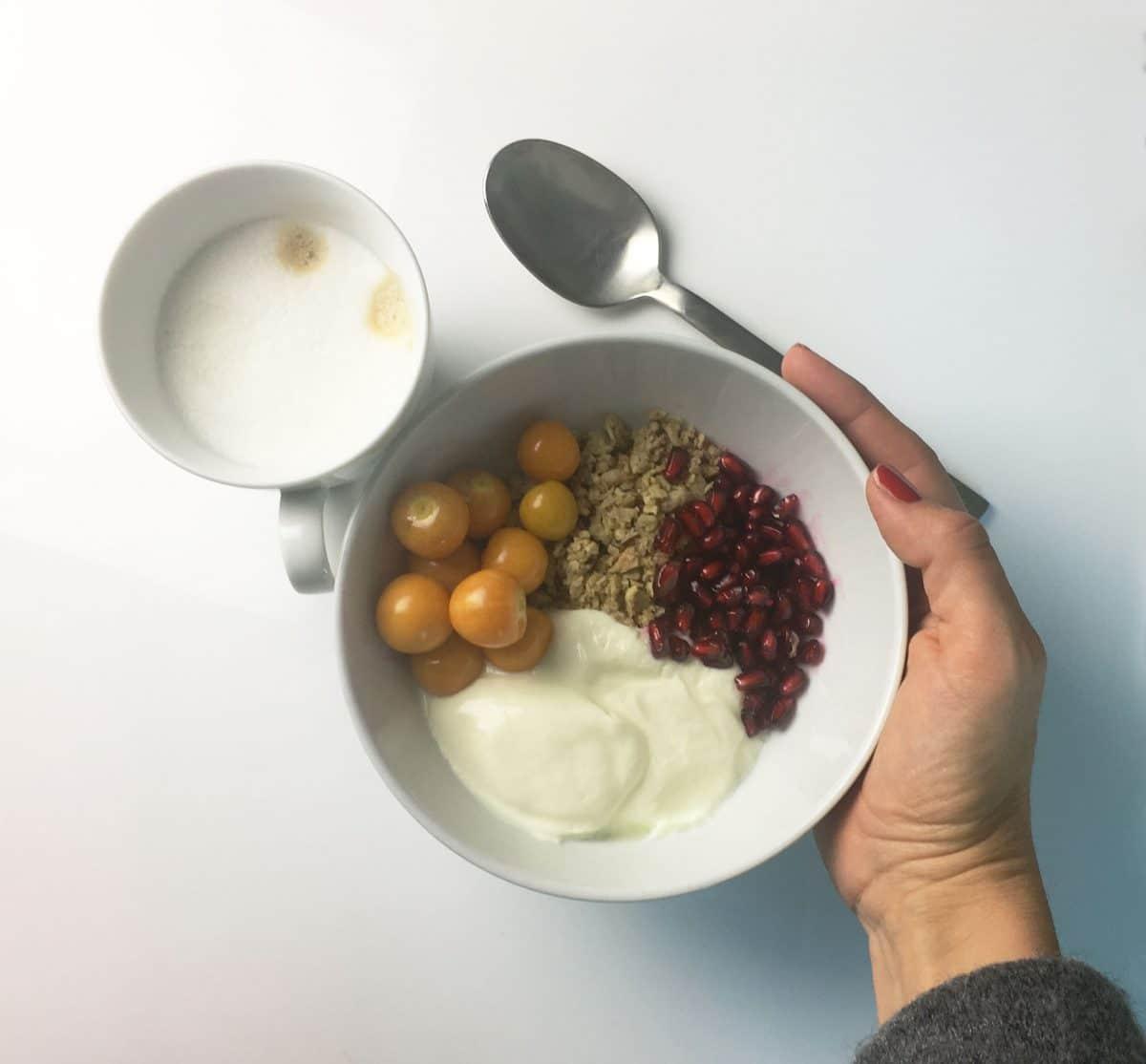 Schnelle Frühstücksidee Nr 1: Müsli mit Obst und Joghurt
